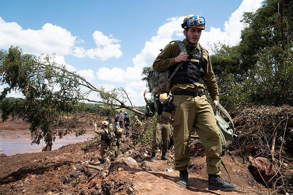 Militares de Israel deixam resgate de Brumadinho nesta quinta