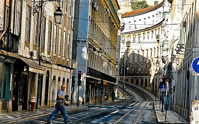 Parece Salvador mas é Lisboa: bairro do Chiado em Lisboa