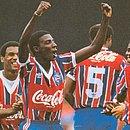 Zé Carlos comemora seu gol no triunfo de 2x0 sobre o São Paulo, no Morumbi