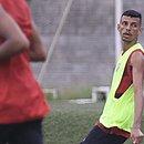 Matheus Tenório em treinamento na Toca do Leão