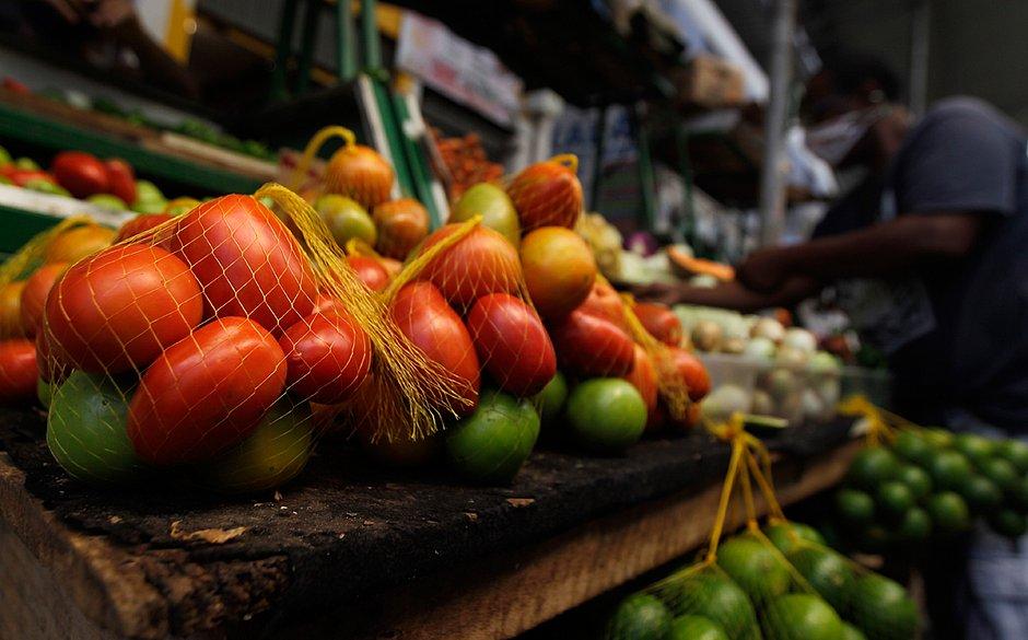 Mais caros: batata, tomate e cebola ajudam a manter em alta inflação de Salvador