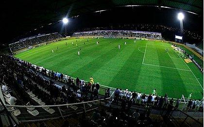 Torcida do Bragantino apoia o time no estádio Nabi Abi Chedid, em Bragança Paulista