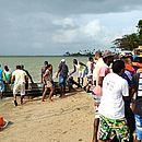 Sobreviventes retornam para praia