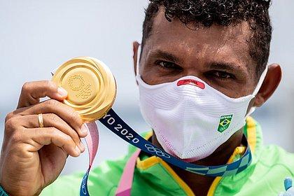 Com vitória no futebol, Brasil iguala o recorde de ouros em uma mesma olimpíada