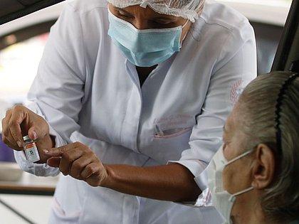 Vacina contra a covid: infectologista tira dúvidas sobre a imunização