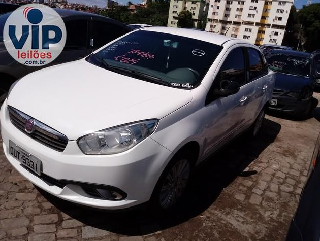 Fiat Siena Essence 1.6 2013/2014 - Lance inicial: R$ 5.994,78