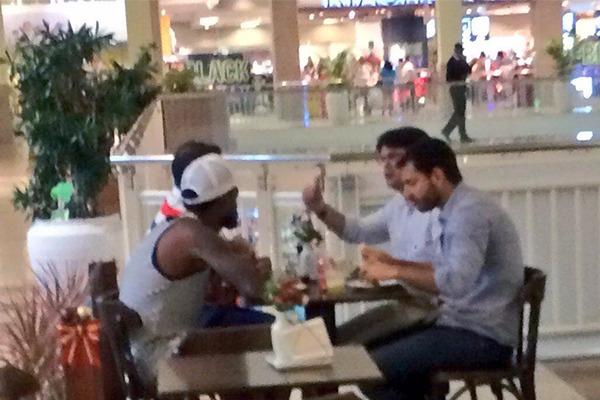 Guilherme Bellintani e Renê Júnior se encontraram em um shopping (Foto: Reprodução)