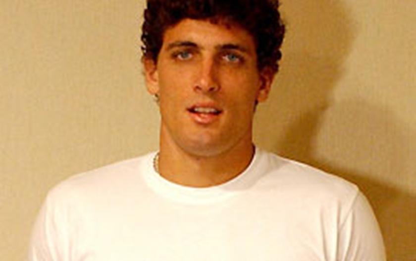 O goleiro Giuliano Carelli foi eliminado do BBB5, vencido por Jean Wyllys, com 87% dos votos. O paulista saiu no terceiro paredão do reality, em disputa com a sister Pink