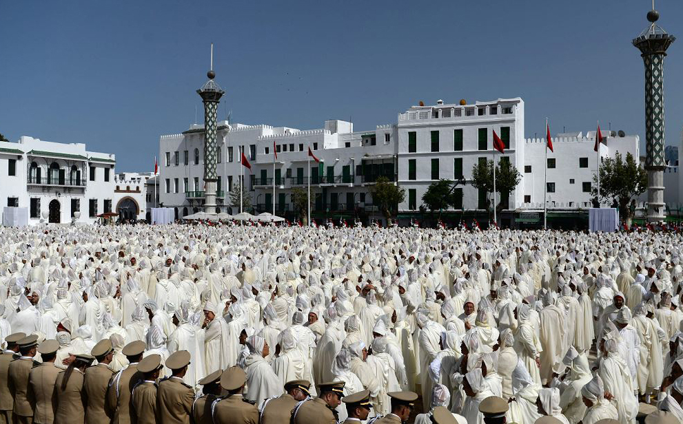 Soldados e representantes da sociedade civil participam de uma cerimônia de fidelidade, no palácio do rei em Tetouan, marcando o 19º aniversário da chegada de Mohammed VI ao trono.