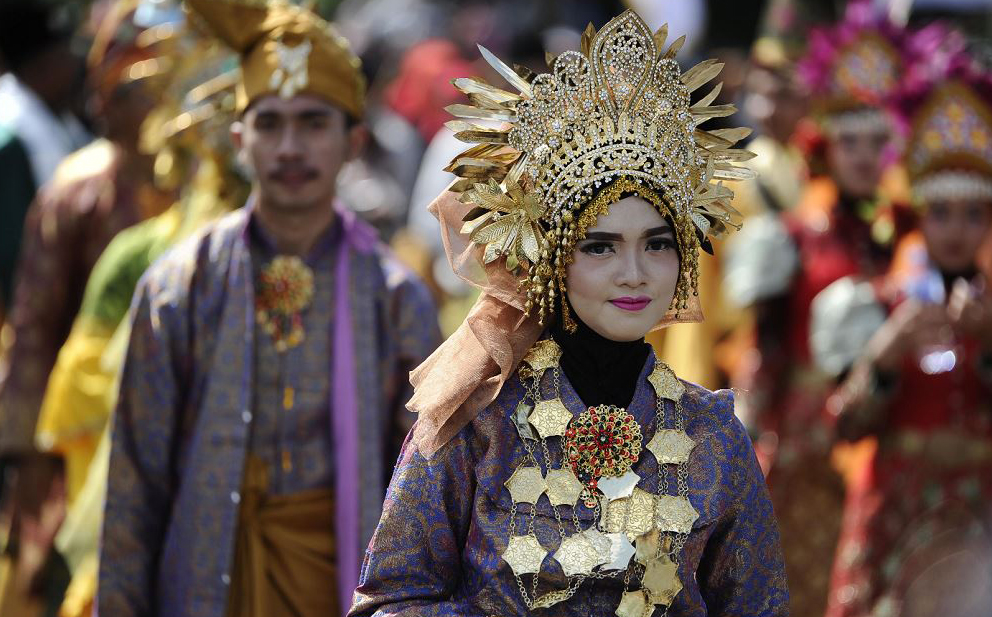Desfile cultural em Banda Aceh, na Indonésia.