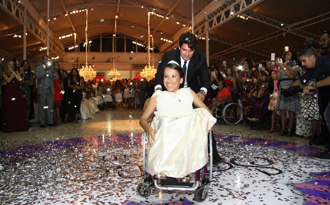 Vitória de Lima dança valsa com Alessandro Timbó