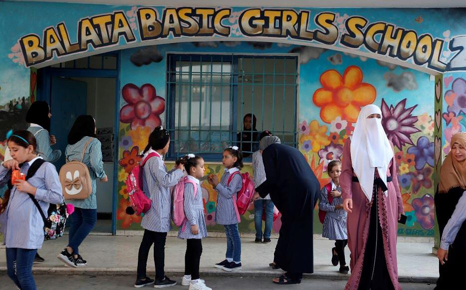 Escola para meninas refugiadas da Palestina,  no campo de de Balata, a leste de Nablus, na Cisjordânia ocupada.