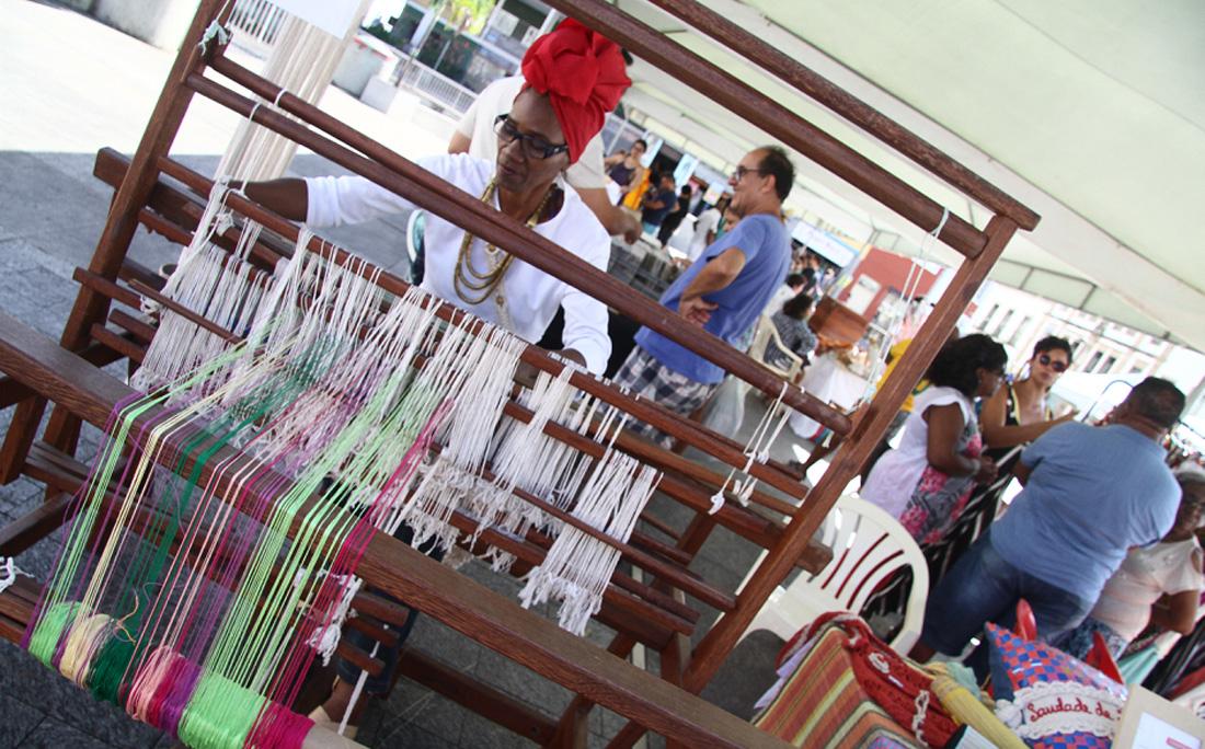 Na Feira da Sé, artesãos produziam na hora
