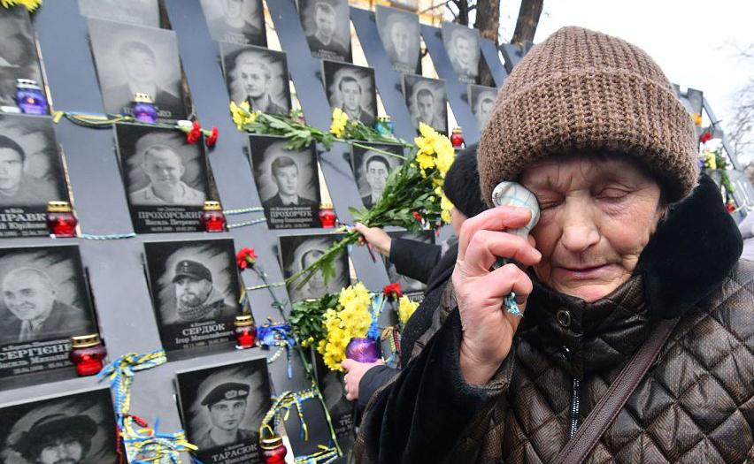Memorial para os ativistas do Euromaidan, uma onda de manifestações civis  na Ucrânia, que começou na noite de 21 de novembro de 2013, com protestos na Praça da independência, em Kiev, exigindo uma maior integração europeia.