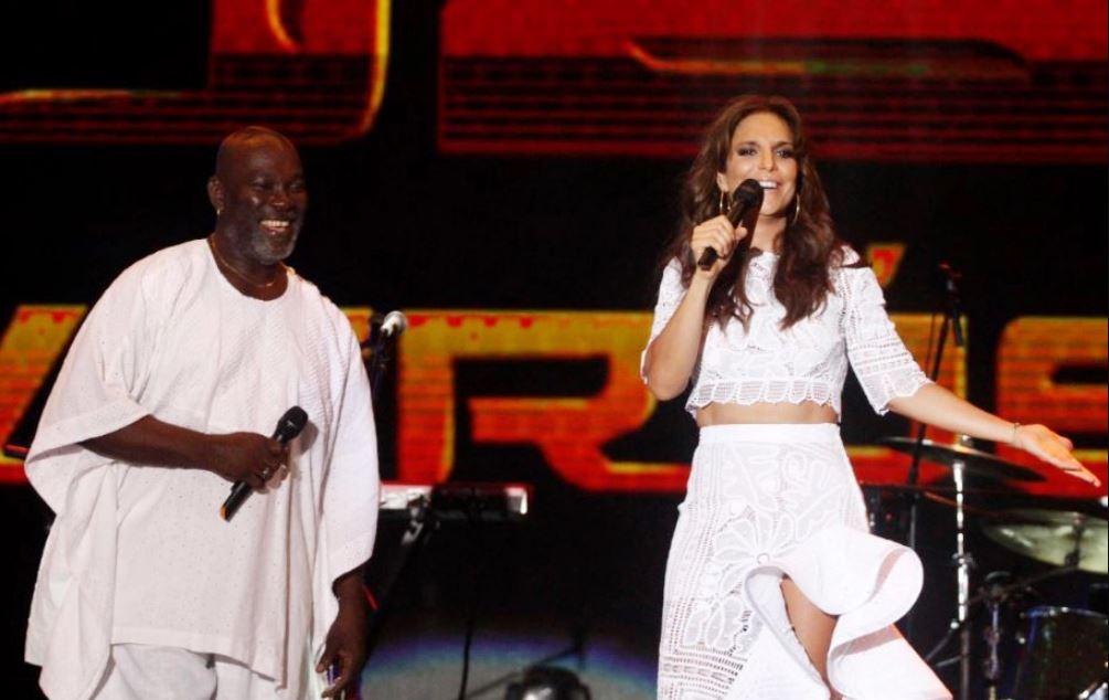 No ano, a morena recebeu 15 cantores famosos para uma valsa