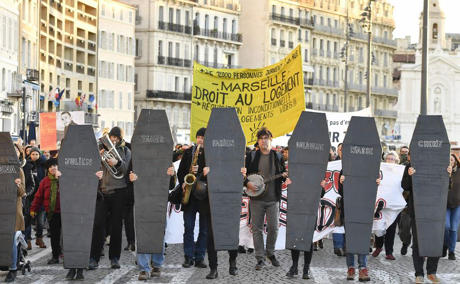 Protesto em Marselha contra as condições de insegurança e insalubridade das moradias.