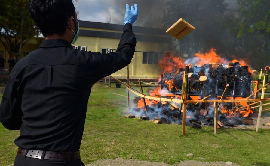 A Polícia da Indonésia destruiu quase 800 quilos de maconha e uma grande quantidade de metanfetaminas confiscados em Banda Aceh.