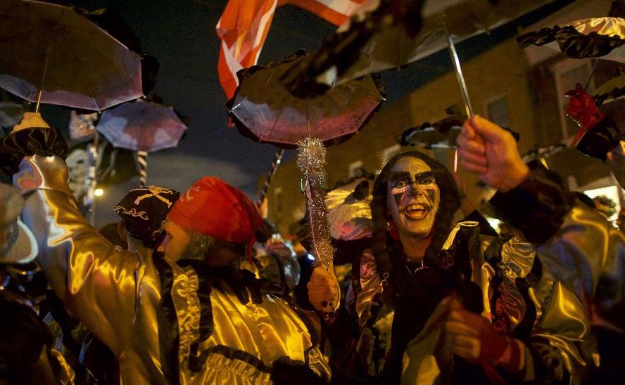 Desfile mummers na Filadélfia, no estado da Pensilvânia. O desfile à fantasia é realizado anualmente no dia do ano novo.