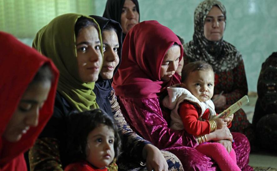 Mulheres curdas numa palestra sobre os danos da mutilação genital em Sharboty Saghira, uma pequena aldeia a leste da capital regional de Arbil.