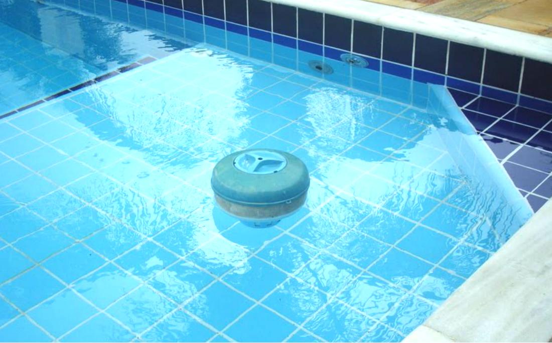 Resultado de imagem para abuso na piscina