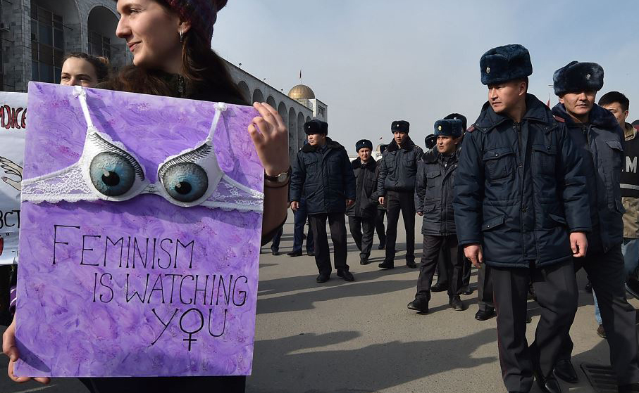 Chamadas anarquistas em Bisquerque, capital e maior cidade do Quirguistão.
