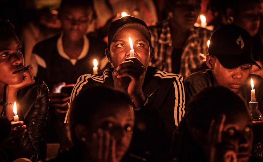 Vigília e oração no estádio Amahoro, como parte do dia em memória ao genocídio de 1994, em Kigali, Ruanda, quando mais de 800.000 pessoas foram chacinadas.