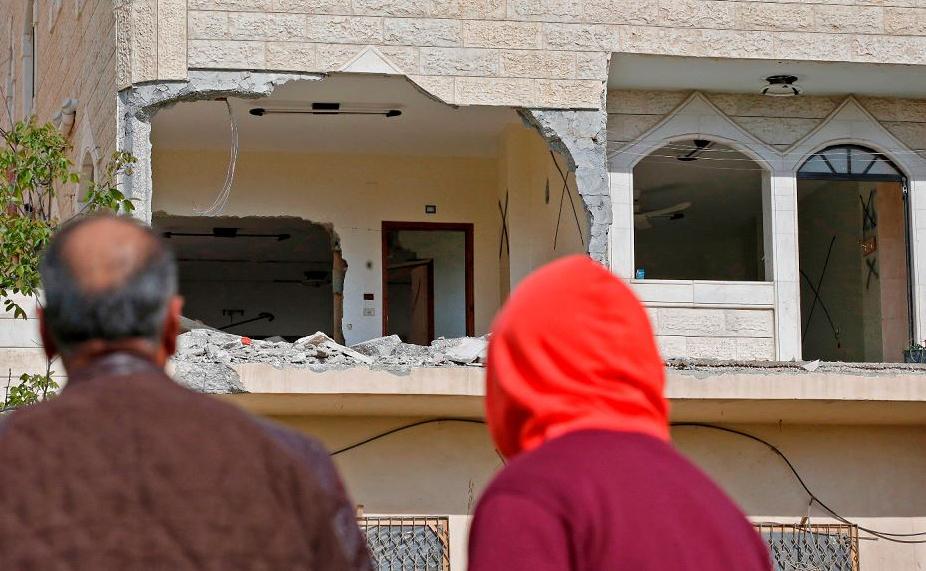 O exército israelense destruiu a casa da família do palestino Arafat Irfaiya, 29 anos, acusado de matar uma jovem israelense em fevereiro passado.