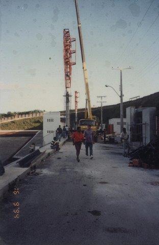 Instalação dos refletores no Barradão em 1994