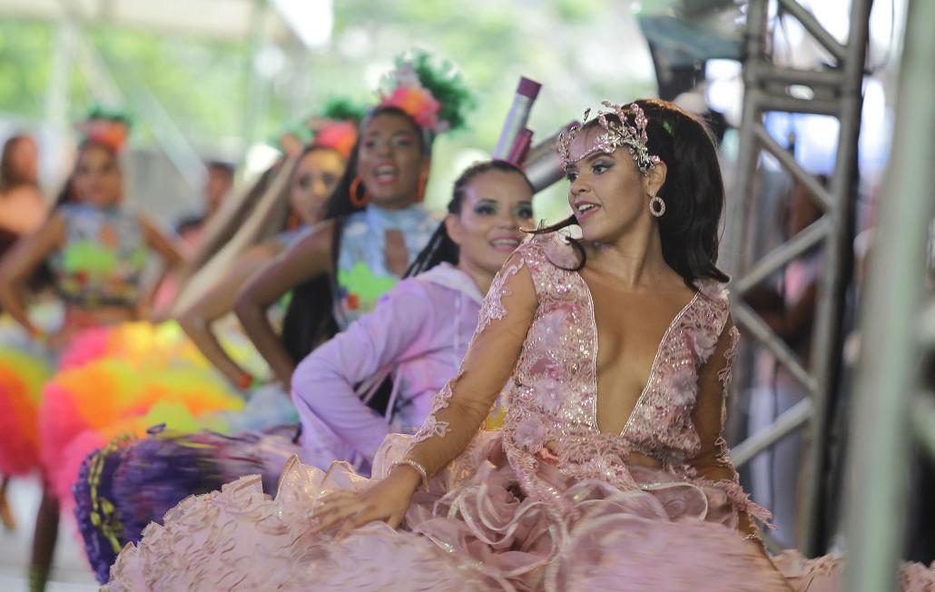 Paulina Rocha como rainha da Xiado