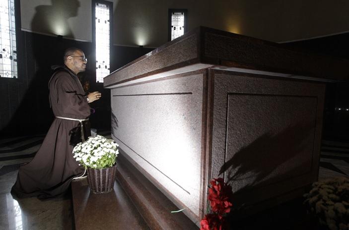 Corpo de Irmã Dulce está 'intacto' e será exposto em santuário até setembro 3