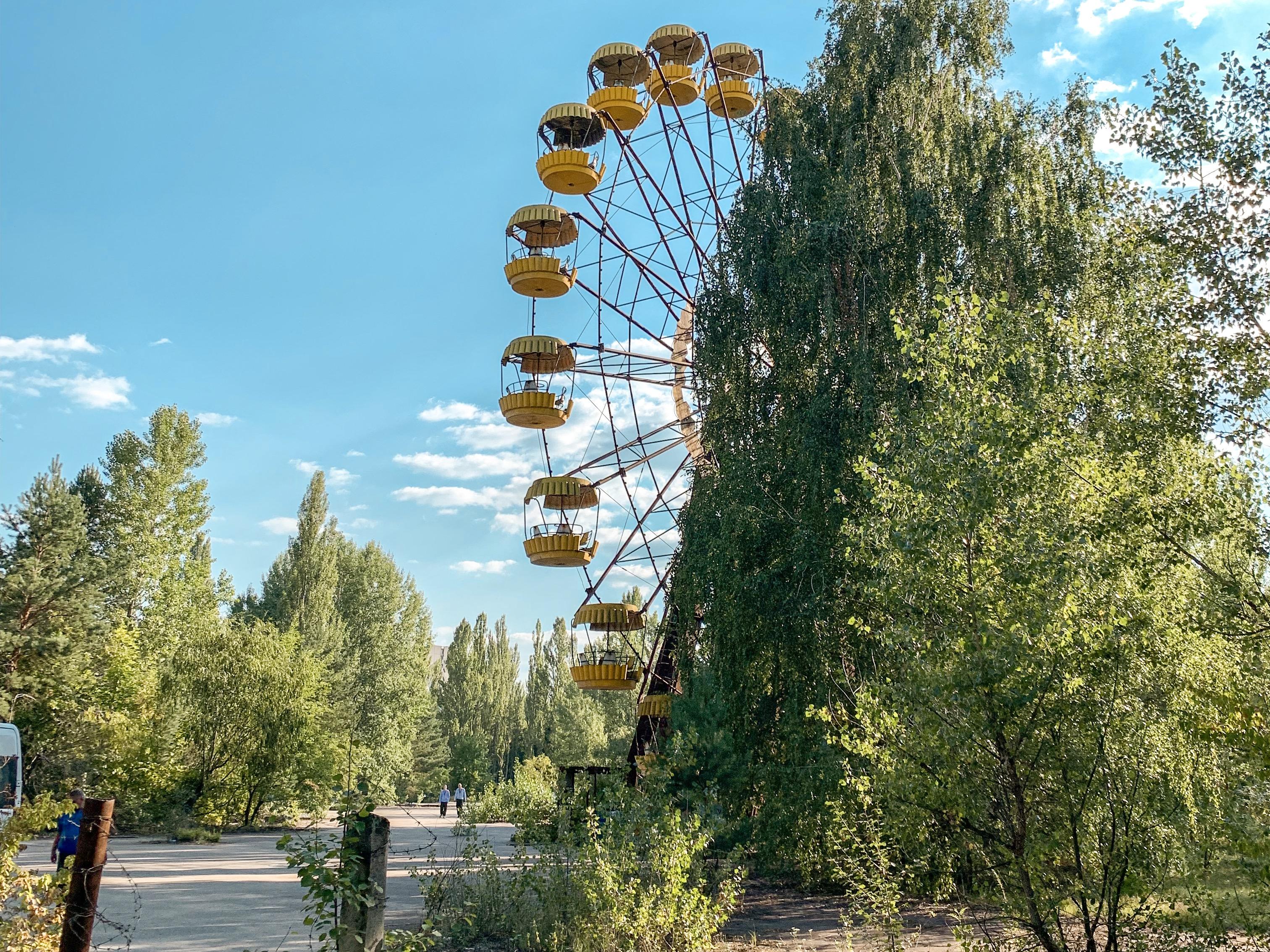 Parque de diversões abandonado em área evacuada