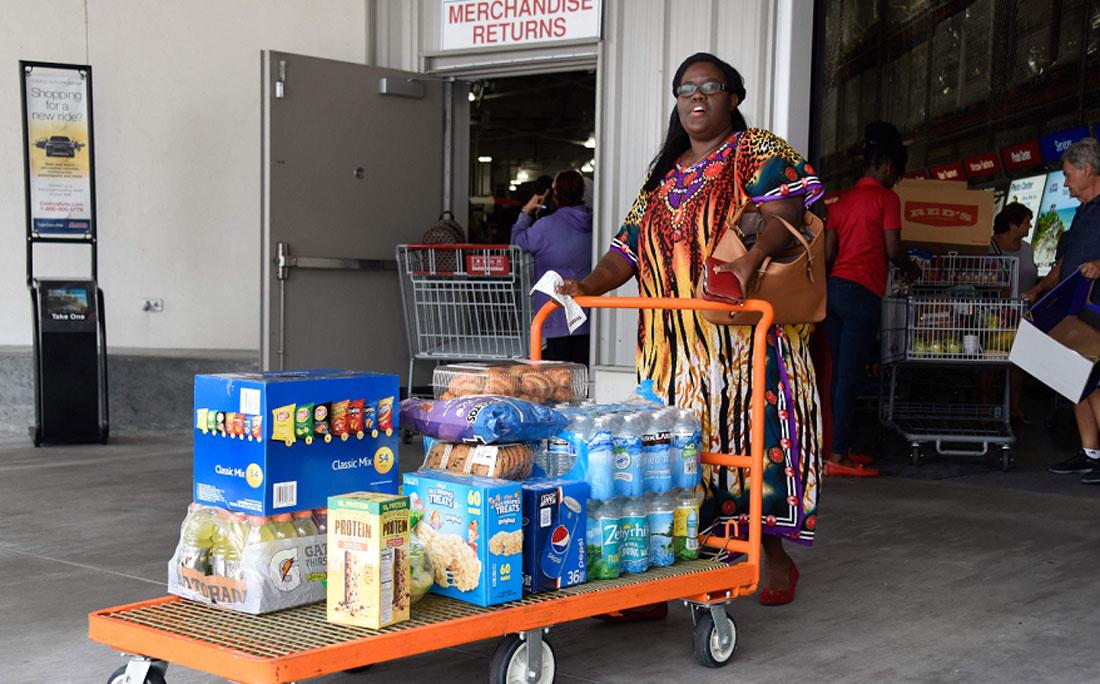 Compras no mercado antes da chegada do furacão