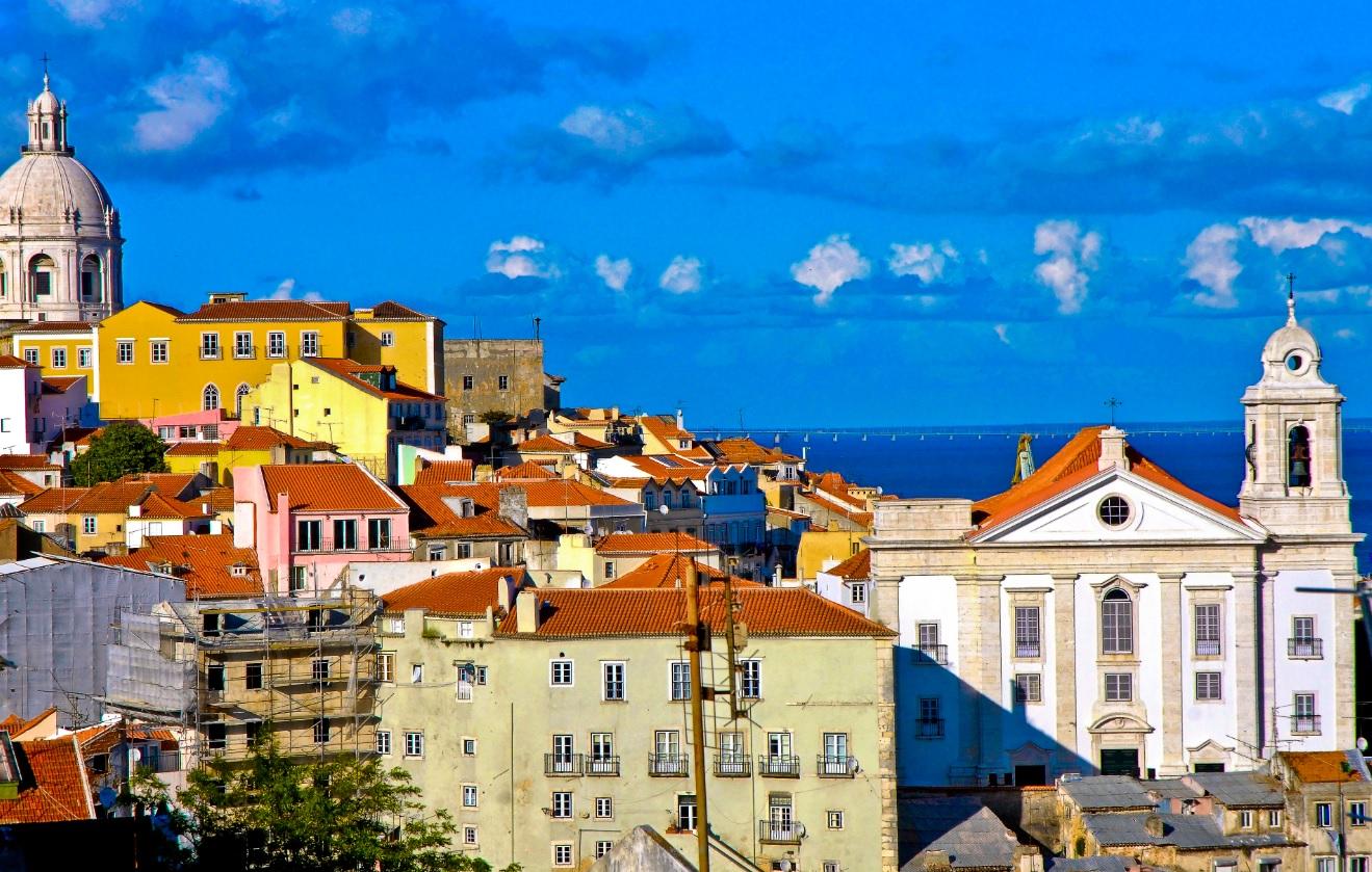 Parece Salvador mas é Lisboa: Bairro Alto, o equivalente a nossa Cidade Alta