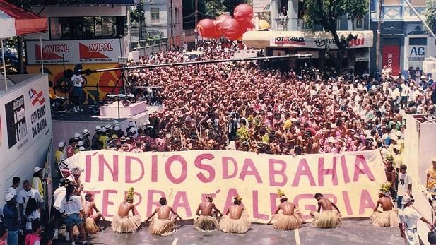 Apaxes entrando na Avenida em 1998