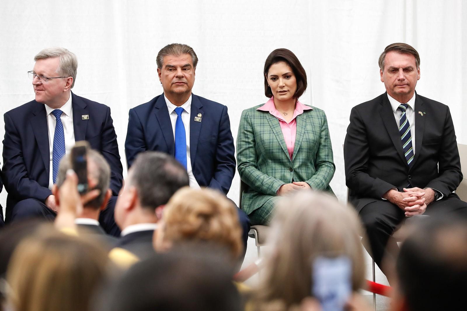 Nestor Forster e senador Nelsinho Trad (PSD-MS), ao lado da primeira-dama Michelle Bolsonaro e do presidente, Jair Bolsonaro