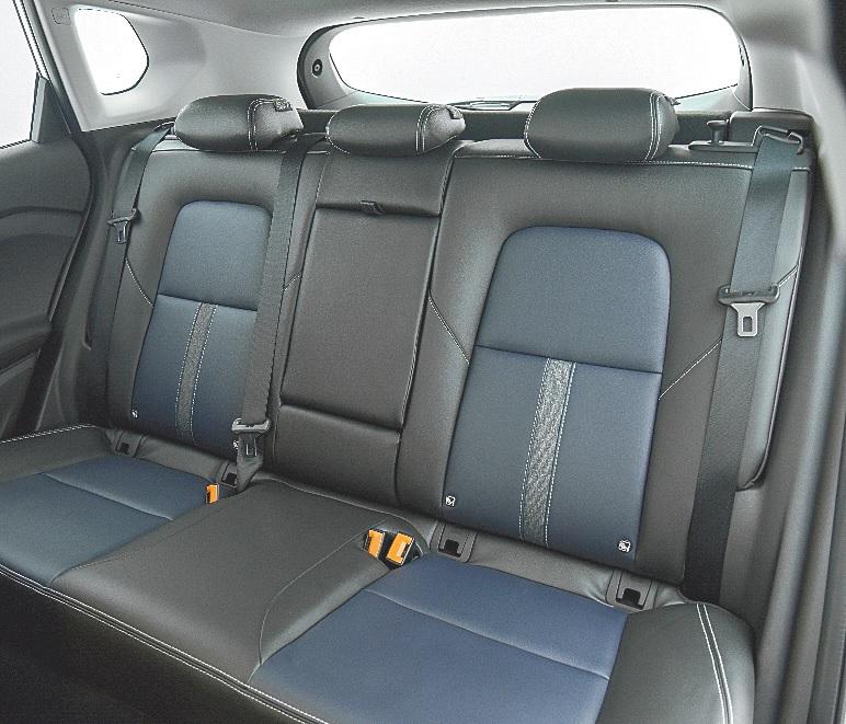 Nessa nova geração o espaço interno melhorou, principalmente para quem viaja no banco traseiro do SUV