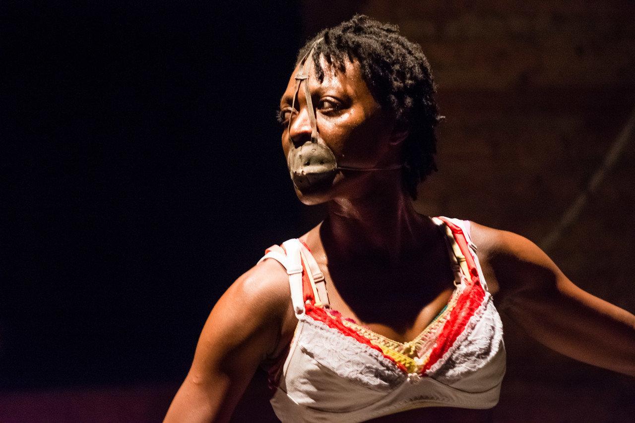 Espetáculo baiano Entre Linhas, da dançarina Jaqueline Elesbão, que esteve em cartaz no Itaú Cultural em agosto do ano passado