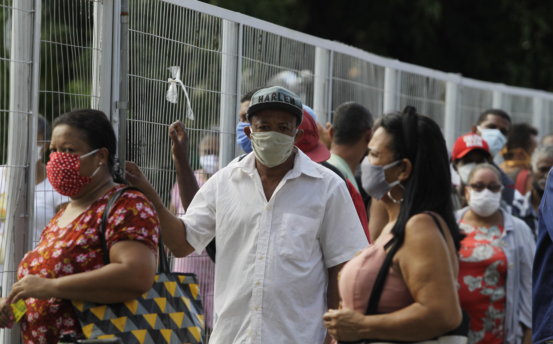 Na agência do Cabula, as pessoas não respeitavam o distanciamento recomendado pelas autoridades durante a pandemia de coronavírus.