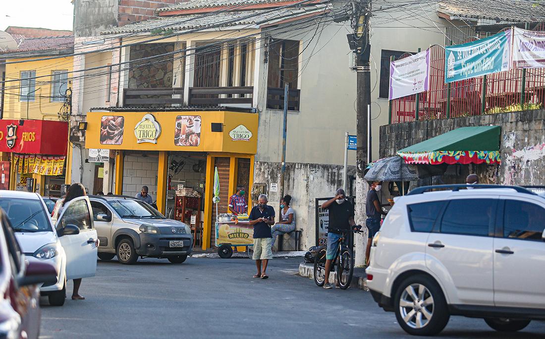 A prefeitura de Lauro de Freitas determinou toque de recolher na cidade das 20h às 5h. A medida já começa a valer a partir dessa sexta (15) e tem prazo inicial de dez dias.