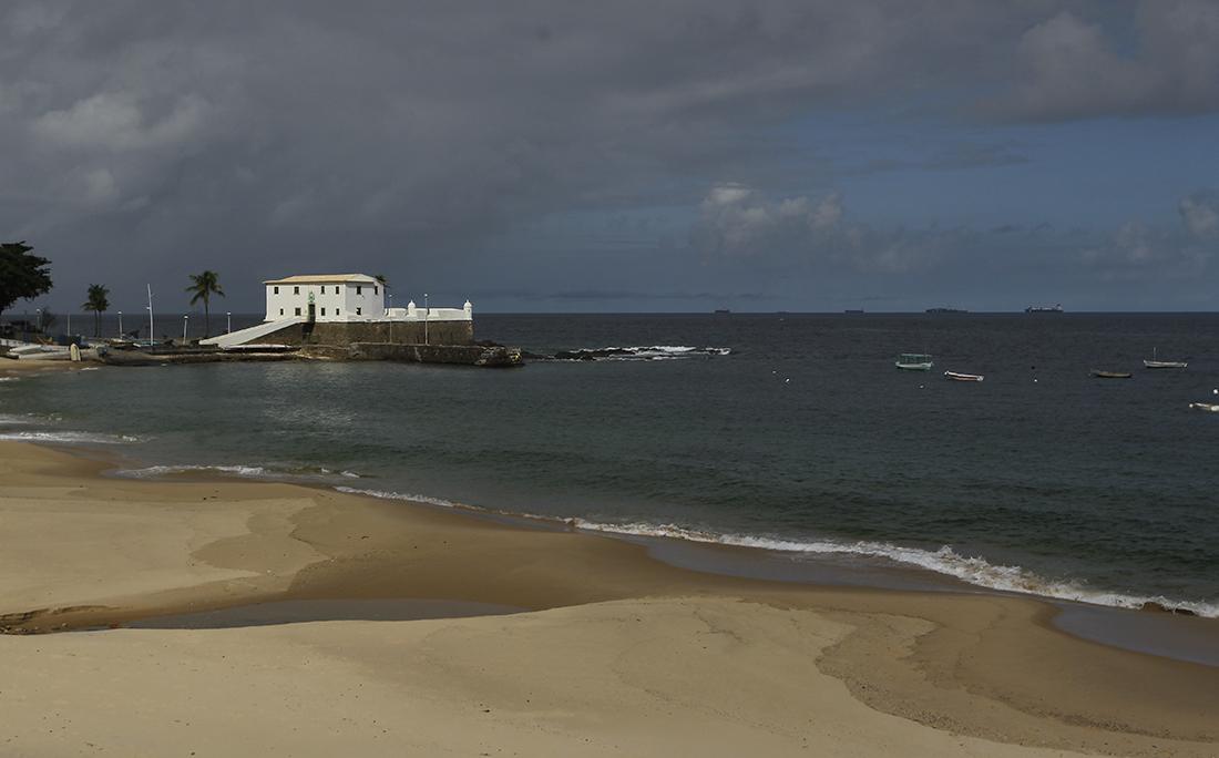 Praia do Porto da Barra foi uma das interditadas pela prefeitura de Salvador.