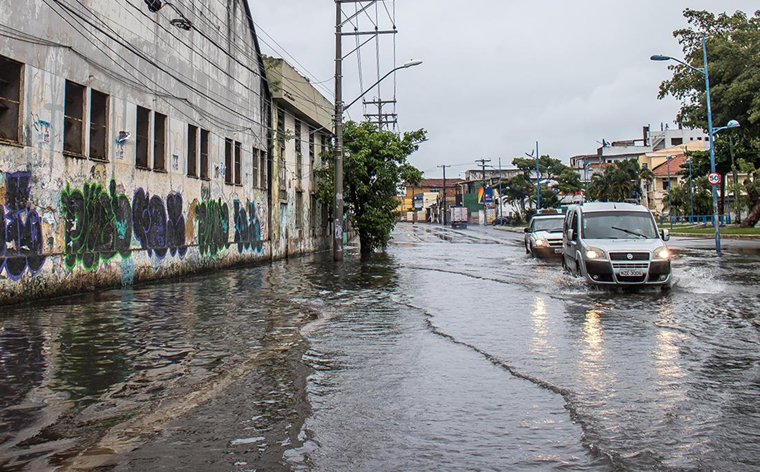 Na Ribeira, ruas ficaram alagadas.