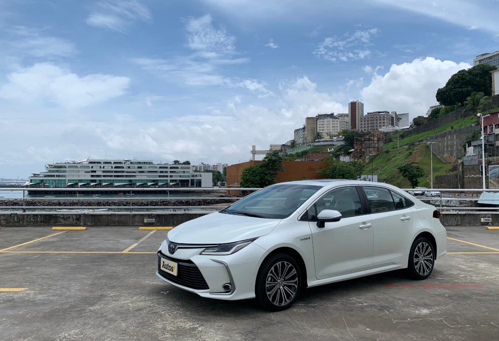 A Toyota oferece o Corolla uma opção híbrida e outra a combustão