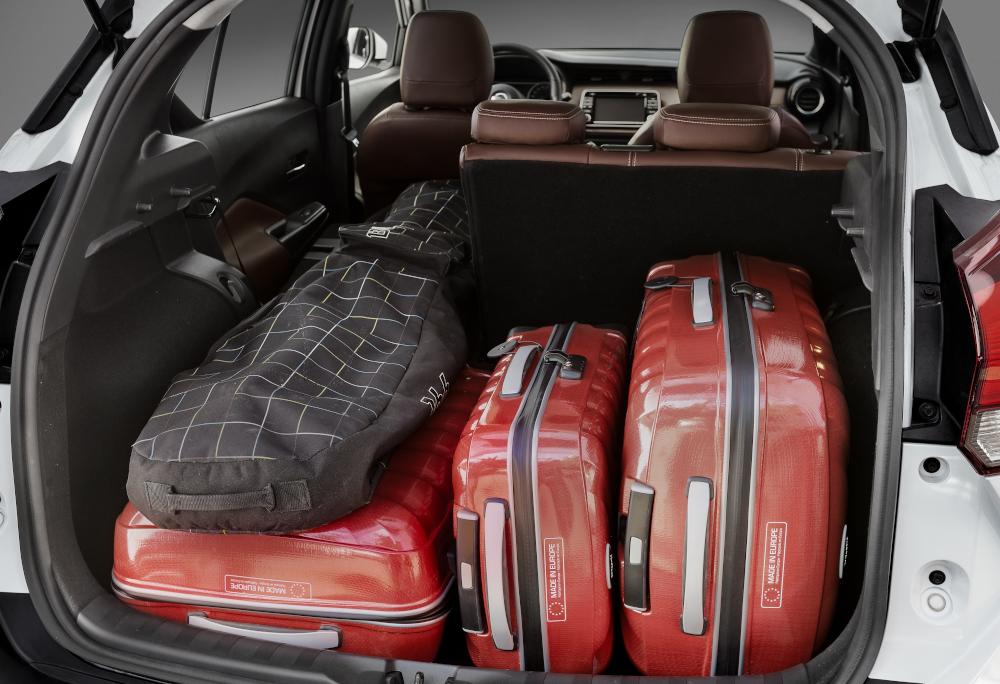O porta-malas do SUV compacto leva até 432 litros