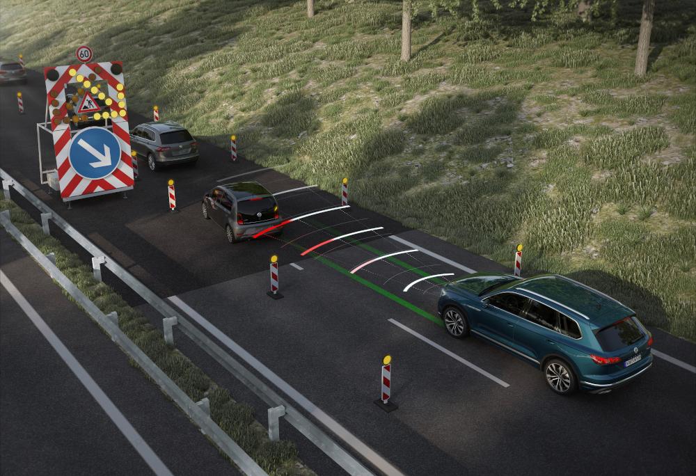 O piloto automático adaptativo reduz a velocidade quando necessário e depois retorna ao ritmo programado inicialmente
