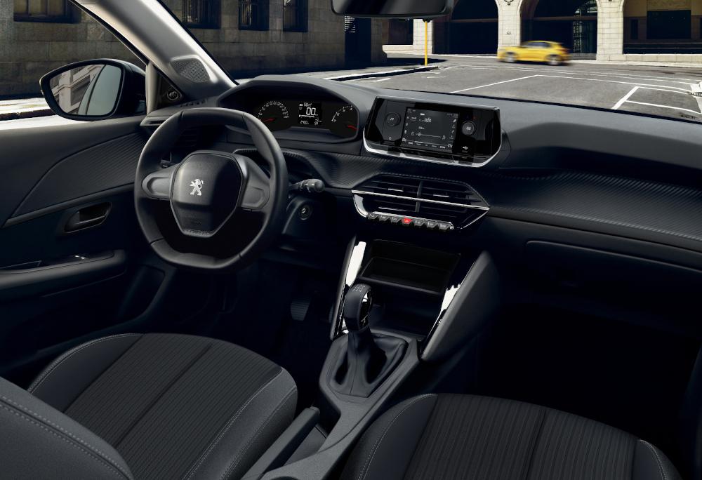 O interior segue o conceito i-cockpit, como o adotado no 3008