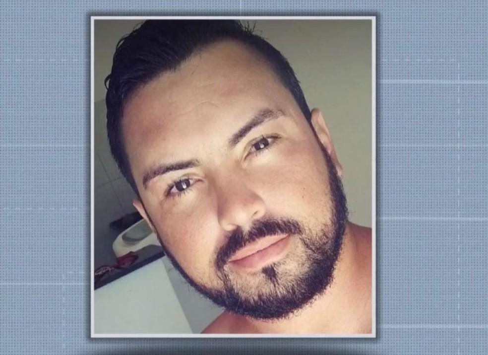 Carlos Samuel Freitas Costa Filho foi filmado agredindo uma mulher com socos no rosto na BA