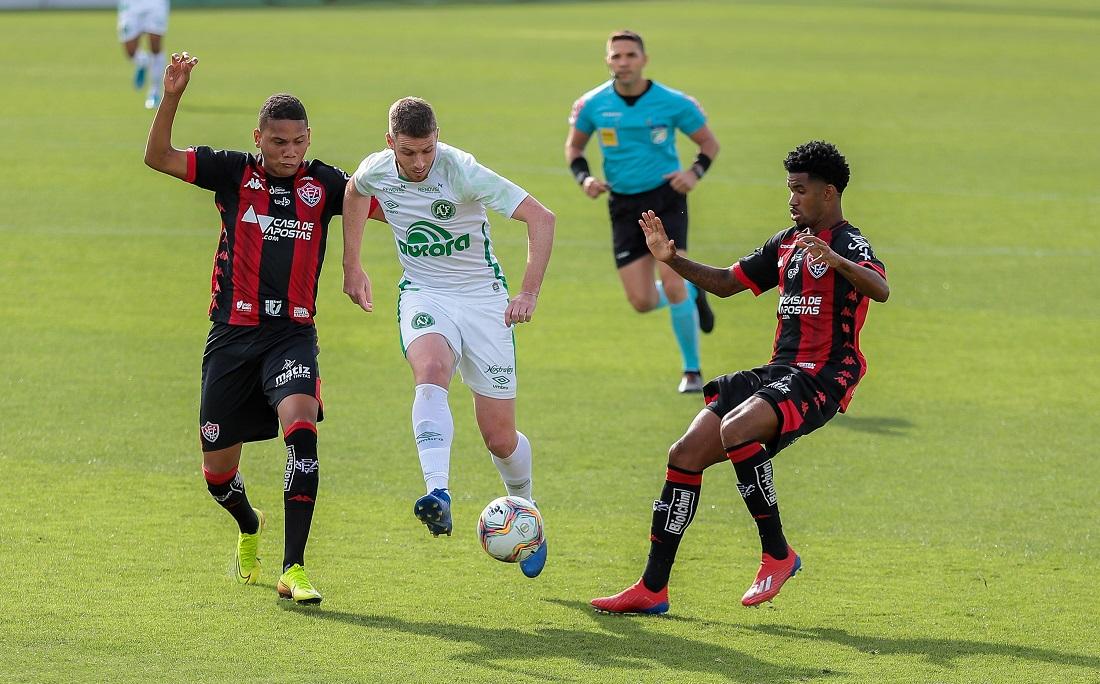 Guilherme Rend e Ewandro marcando Aylon