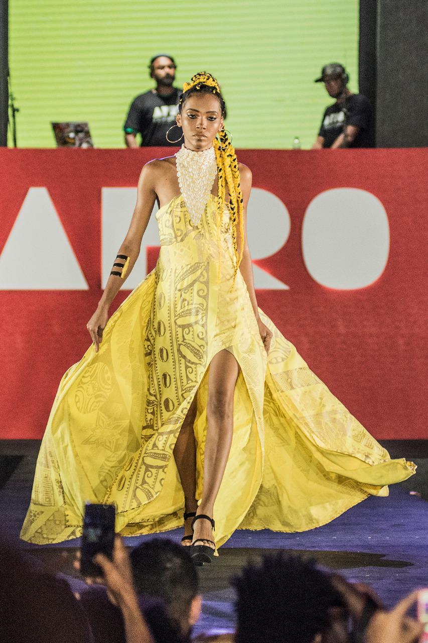 Amanda Santana 31 anos. Suspendeu a carreira de modelo para criar o filho autista. Viu no AFD uma nova chance para entrar no mundo da moda. Desfilou em Paris e Nova York, para estilista de Michelle Obama.