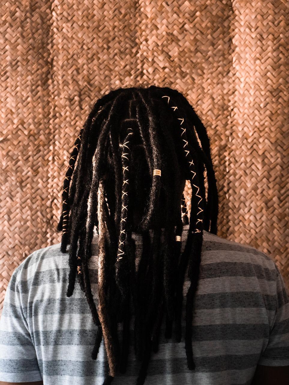 Daniele Onawalle acredita que os dreads são o tipo de trança que farão sucesso no verão