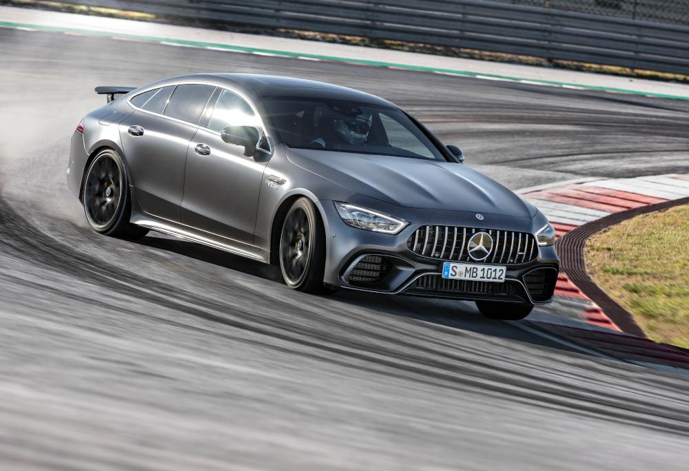 O coupé de quatro portas acelera de 0 a 100 km/h em 3,2 segundos